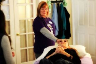 Reiki Master Eileen teaching Reiki at her Las Vegas learning Center the Reiki Hut at Anne Penman Reiki Healing sessions